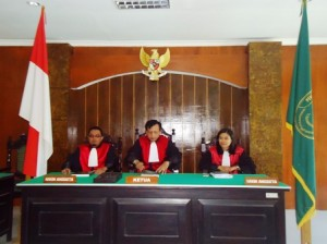 Majelis Hakim Pengadilan Negeri Sumbawa (Foto: samawarea.com)