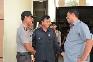 Kapolres dan Kajari didampingi Ketua PN, memantau jalannya persidangan