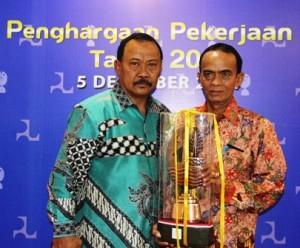 Bupati Drs H Jamaluddin Malik dan Kadis PU, H Saad Abdullah ST