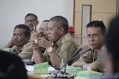 Kepala Bappeda Sumbawa, Ir Iskandar D. M.Ec. Dev (tengah)