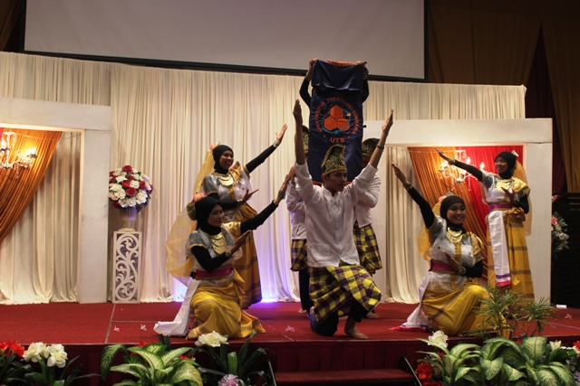 Tarian Samawa Tana Bulaeng meriahkan AUYS 2015 di Malaysia
