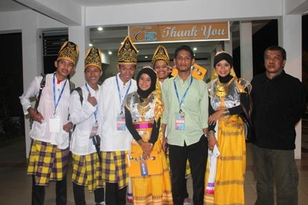 M Nurjihadi M.Si dan mahasiswa UTS delegasi AUYS 2015 di Malaysia