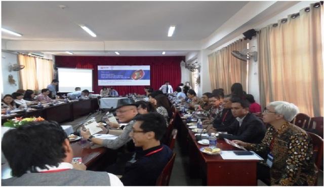 Rektor dan Warek III IISBUD SAREA di pertemuan P2A di Vietnam