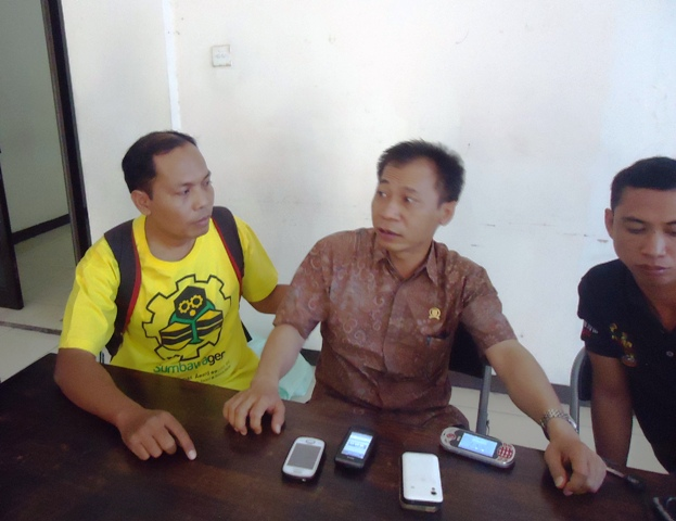 Wakil Ketua DPRD Sumbawa, H Ilham Mustami S.Ag saat diwawancarai wartawan