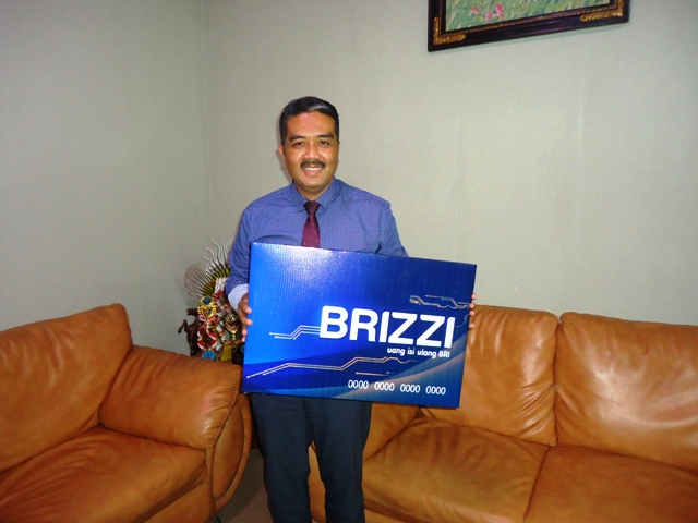 Pimpinan BRi Sumbawa, Anis Abdul Hakim mempromosikan BRIZZI