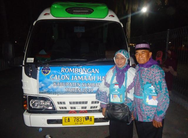 Drs Husen M Yasin beserta istri, CJH asal Sumbawa yang siap berangkat ke Baitullah, semoga menjadi Haji yang Mabrur
