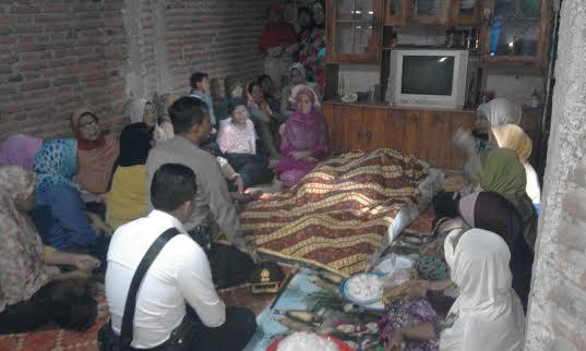 Didampingi Kasat Intelkam, AKP Hatta SIP, Kapolres AKBP Muhammad melayat di rumah duka