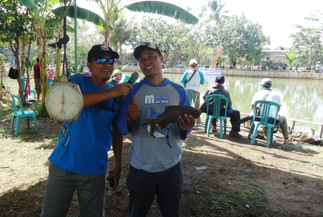 Dapi--pemancing yang mendapat ikan seberat 4 ons