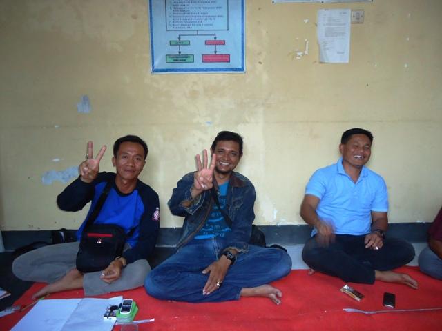 Tiga Calon tunjuk jari bukan terkait Pilkada, tapi nomor masing-masing calon pada pemilihan Ketua TAGANA Sumbawa, Senin (7/9)