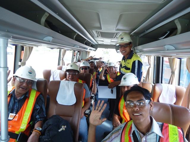 Wartawan dari berbagai media study tour di Batu Hijau, Maluk, Sumbawa Barat