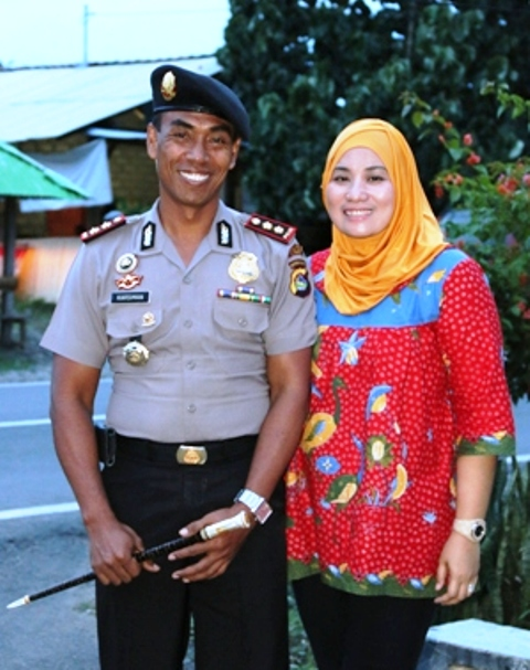 Selalu mesra, AKBP Karsiman dan istri, Ny Anna Karsiman