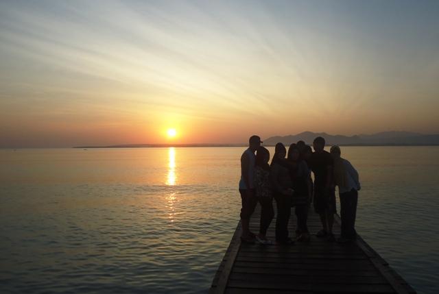 menikmati Sunset di Pulau Kramat
