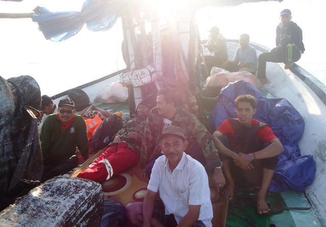 Indra (wartawan Suara NTB) bersama Sekda, Asisten I dan II, Kadis kesehatan, Kaban Ketahanan Pangan dan pejabat lainnya.
