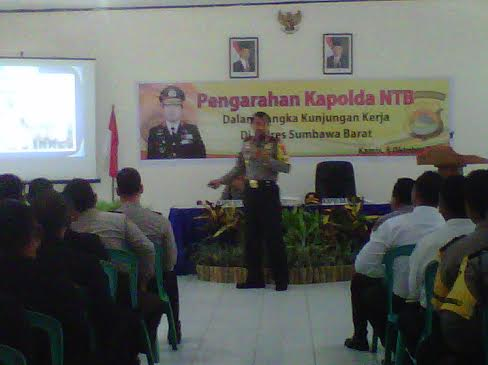 Kapolda NTB memberikan pengarahan kepada anggota Polres KSB