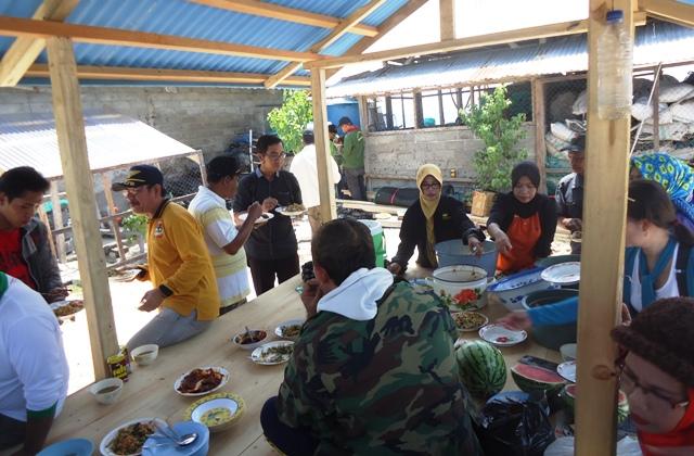 Santap siang di Pulau Kalong