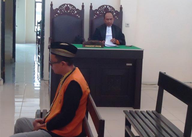Terdakwa Amru dan Pengacaranya, Sobaruddin SH