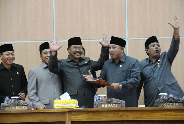 Bupati Sumbawa dan para pimpinan DPRD Sumbawa