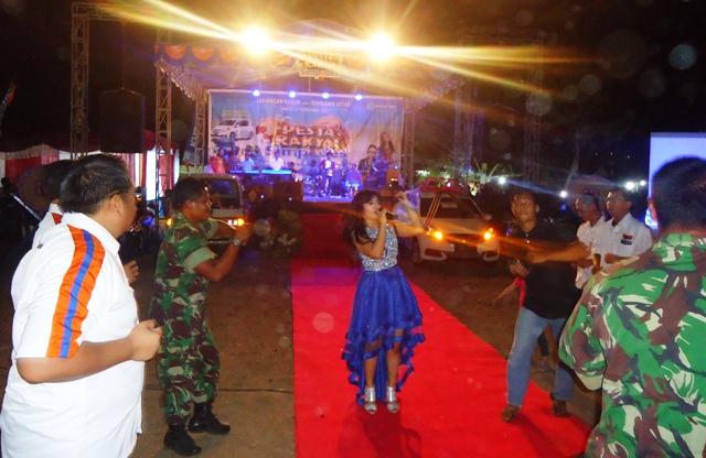 Goyang bersama Artis KDI, untuk menyemarakkan Pesta Rakyat Simpedes