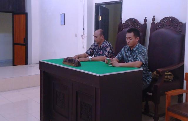 Kasat Reskrim, IPTU Tri Prasetiyo dan Kanit Tipikor, AIPTU Sumarlin selaku Kuasa Hukum Polres Sumbawa
