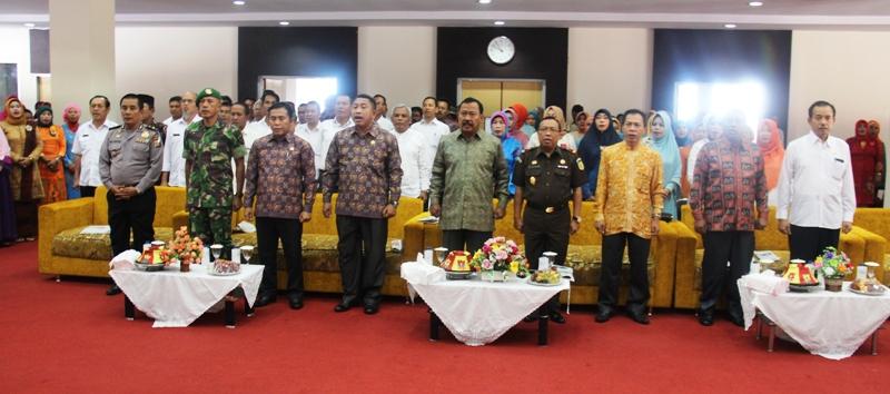 Bupati Sumbawa dan anggota Forum Koordinasi Pimpinan Daerah (FKPD) dan tamu undangan