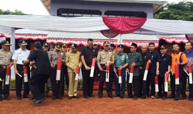 Kapolda NTB Brigjend Drs Umar Septono SH MH bersama jajaran FKPD Prov NTB dan Lotim, ikut memukul kentongan