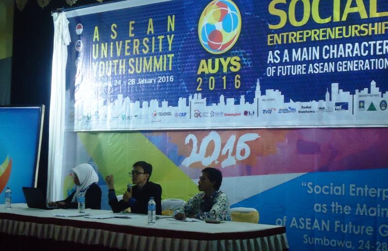 Akbar Nikmatullah Dahlan (Tengah) dari UTS saat pimpin Konfrensi Mahasiswa se ASEAN
