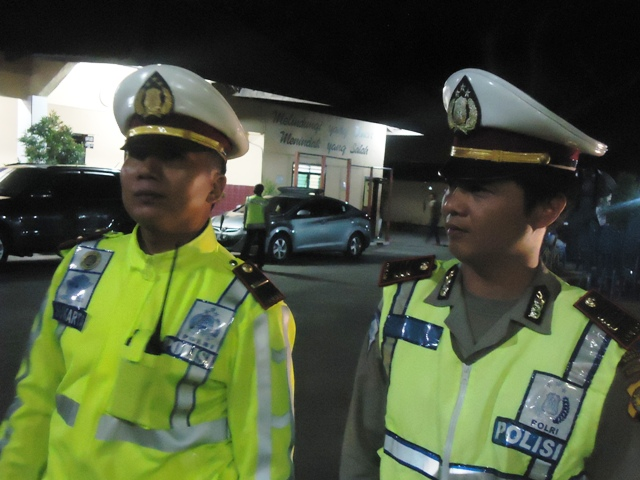 Kasatlantas Polres Sumbawa, AKP Edy Sudarma Korniawan S.Kom selaku Komandan Operasi didampingi Kaur Bin Ops Lantas
