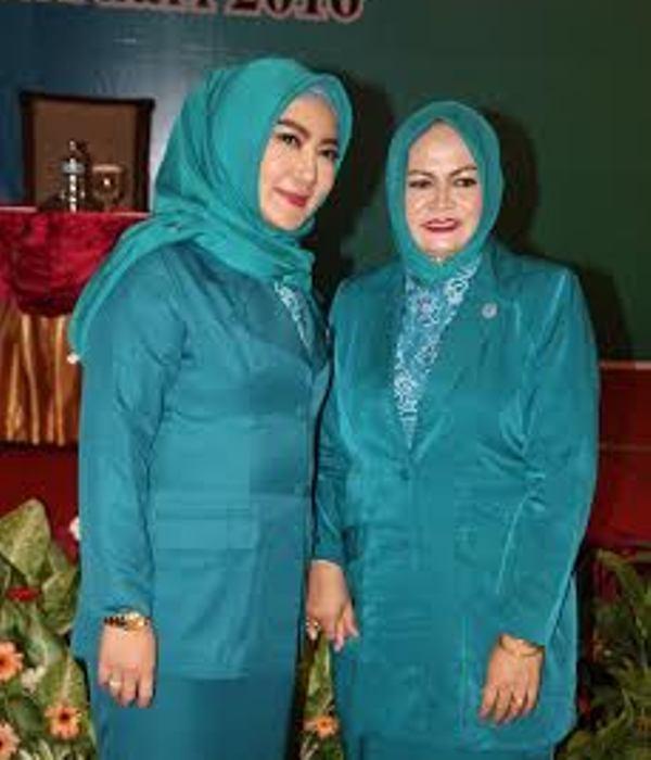 Ny Amin Rahmani bersama Ketua TP PKK Propinsi NTB, Ny Erica Zainul Majdi