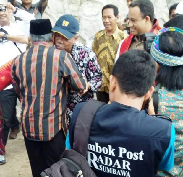 Prof Dr M Din Syamsuddin menyambut kedatangan Menteri PUPR dan Mendikbud