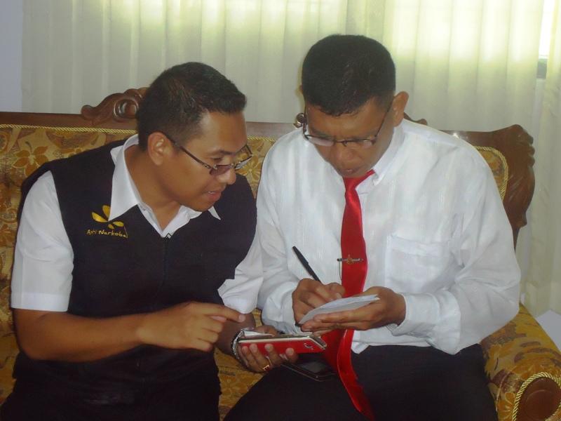 Kasat Narkoba, IPTU Totok Suharyanto SH dan Kasubag Umum BNN KSB, Akhiruddin Juliadi SKM M.Si