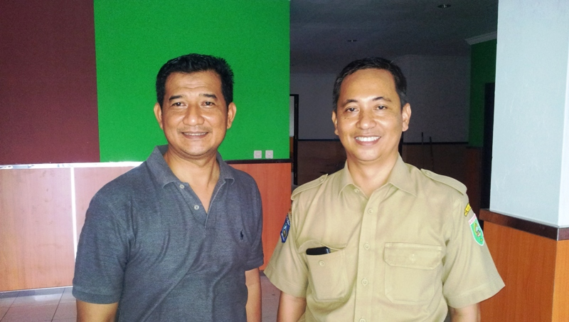 Pimpinan Majelis Kesehatan Muhammadiyah Sumbawa, Junaidi A.Pt M.Si bersama dr Tantowi Jauhari—anggota tim yang juga Dosen Fakultas Kedokteran UMM.