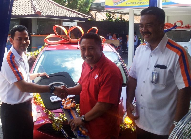 hadiah Utama 1 Mobil N March 12/MT Nissan, Diterima Umar Palembang diwakili Kepala Unit Taliwang