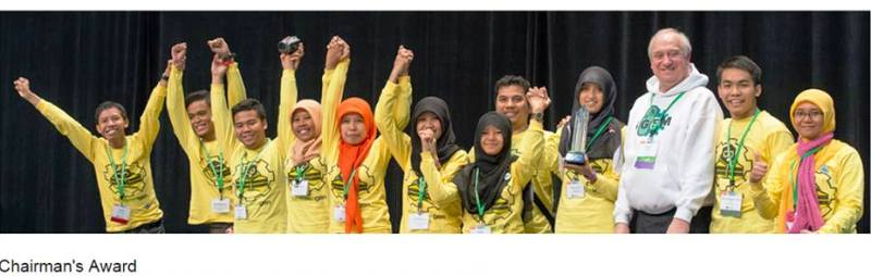 8 orang mahasiswa yang mendapat 4 penghargaan dunia kompetisi international Geneticallly enginereed Machine (iGEM) di Boston, USA.