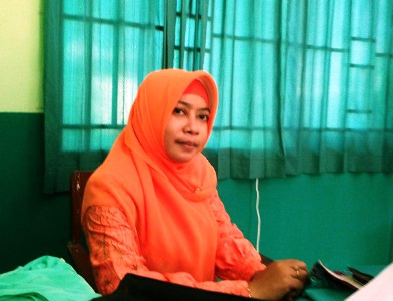 Nur Endang Marfani S.Pd, Kepala Perpustakaan MTsN Sumbawa sekaligus Ketua Panitia Penyelenggara