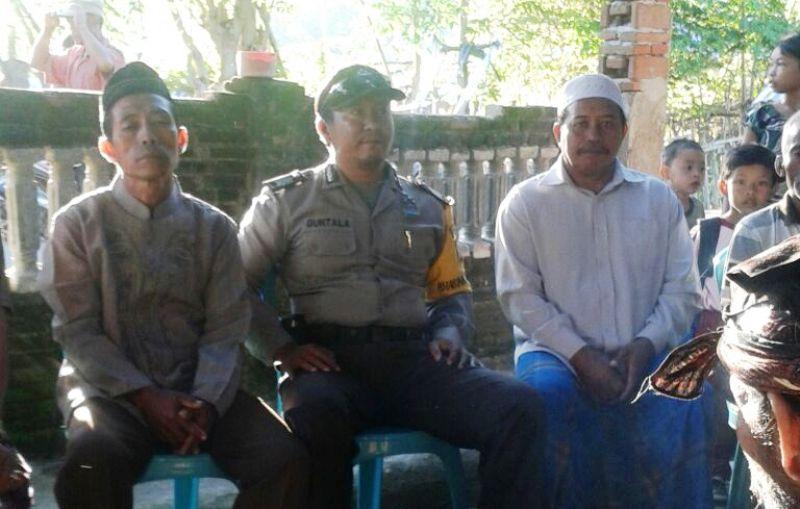 Anggota Bhabinkamtibmas POlsek Alas mendatangi kediaman korban