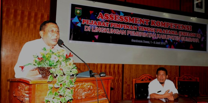 Wakil Bupati Sumbawa, Drs H Mahmud Abdullah membuka kegiatan Assesment Kompetensi Pejabat Eselon II