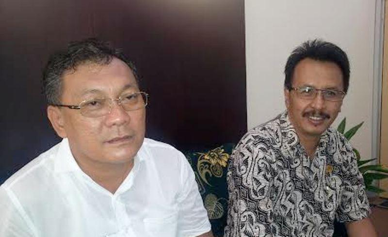 Rusli Manawari, Ketua Komisi III DPRD Sumbawa (Baju Putih) didampingi politisi PPP, Ismail M SH