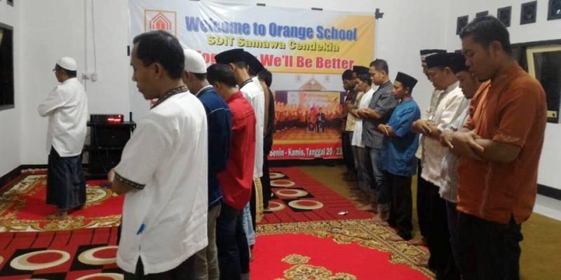 Buka puasa dan sholat taraweh di SDIT SC (foto: Desi Maulidyawati
