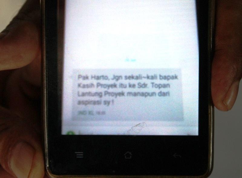 SMS yang membuat Topan keberatan