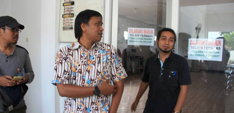 dr Putu Purnama dan dr Abadi usai menangani bocah terlantar memberikan keterangan pers