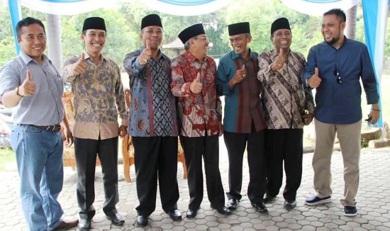 Wagub NTB foto bersama Bupati Sumbawa dan tokoh daerah