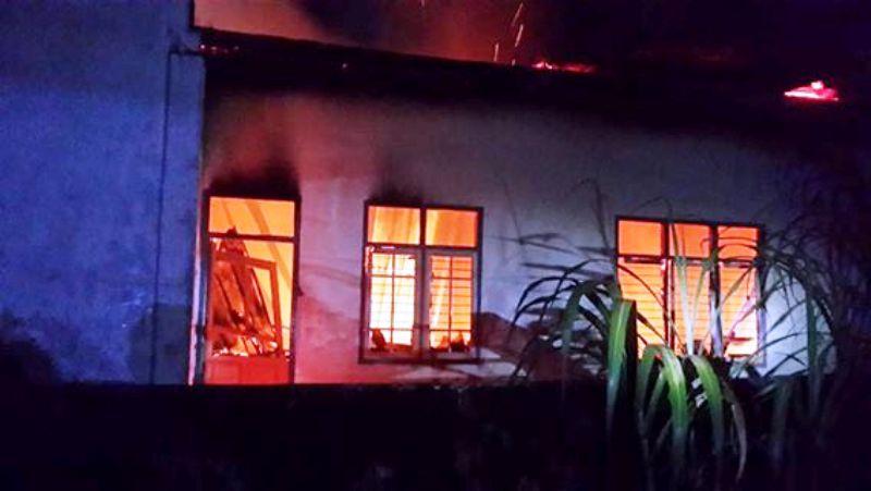 Kantor Desa Bale Brang Utan terbakar (foto: FB Muiz Hamzah)