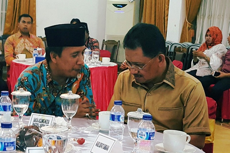 Jaksa Agung Muda (JAM) Intel,Dr.HM. Adi Toegarisman SH dan Wabup KSBFud Syaifuddin ST berbincang serius