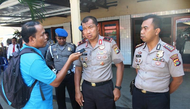 Kapolda NTB Brigjend. Pol. Drs. Umar Septono SH MH didampingi Kapolres Sumbawa AKBP Muhammad SIK