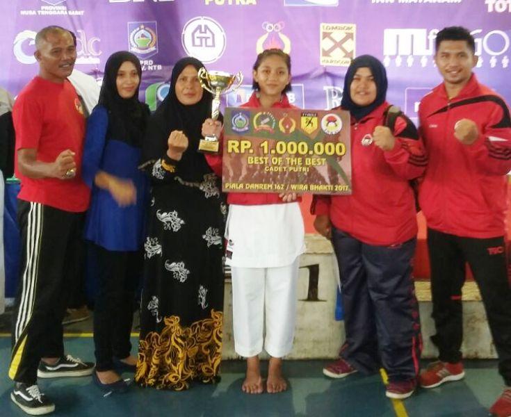 Karateka Hebat, Annisa Syatra yang turun di kelas Cadet--pelajar SMPN 1 Labuan Badas ini mendapat tiga gelar sekaligus yakni Best of the Best putri, juara 1 Kata Perorangan putri, dan juara 1 Kumite 54 Kg putri.