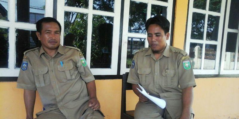 Kepala Desa plampang Juprianto didampingi Sekretarisnya Sayuti Melik SH