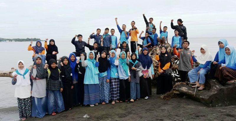Relawan Bersih Pantai